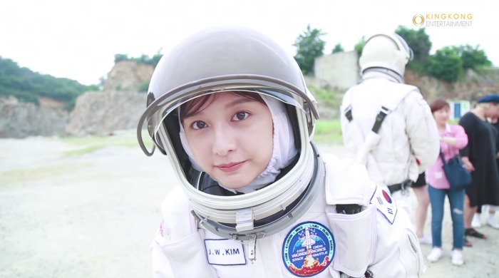 Kim Ji Won making film