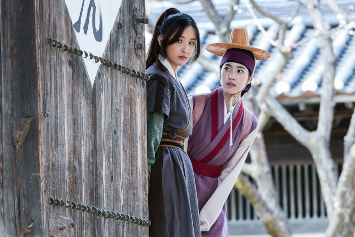 Live recap for episode 13 of the Korean drama Grand Prince starring Yoon Shi-yoon and Jin Se-yeon