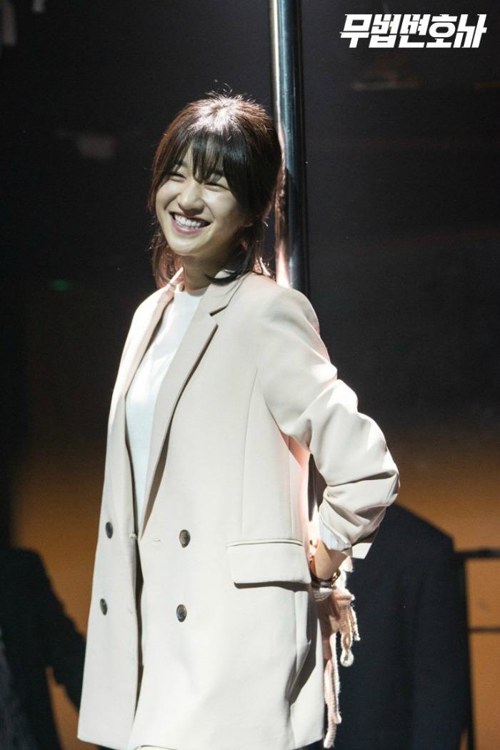 Behind the scenes of the Korean drama Lawless Lawyer starring Lee Joon-gi and Seo Ye-ji