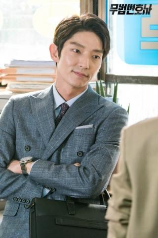 Set images from the Korean drama Lawless Lawyer starring Lee Joon-gi and Seo Ye-ji