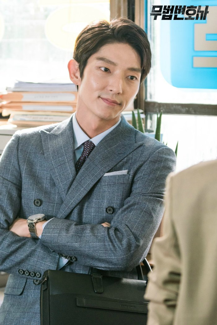 Set images from the Korean drama Lawless Lawyer starring Lee Joon-gi and Seo Ye-ji