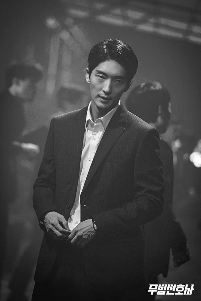 Episode 1 Live recap for Korean Drama Lawless Lawyer starring Lee Joon-gi and Seo Ye-ji