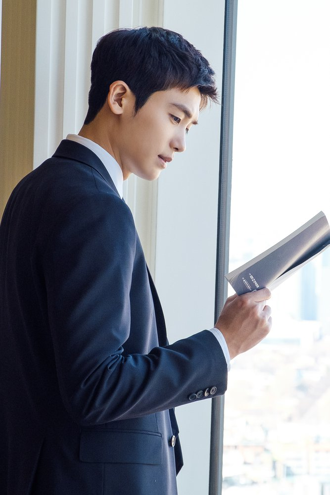 Live recap for episode 4 of the Korean Drama Suits starring Jang Dong-gun and Park Hyun-sik.