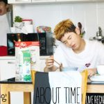 Kim Dong-joon is eating cereal as he tried to wake up in About Time