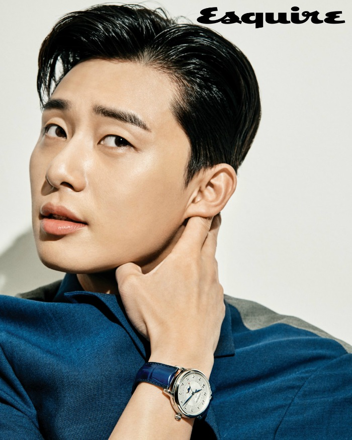 Park Seo-joon scratching behind his ear