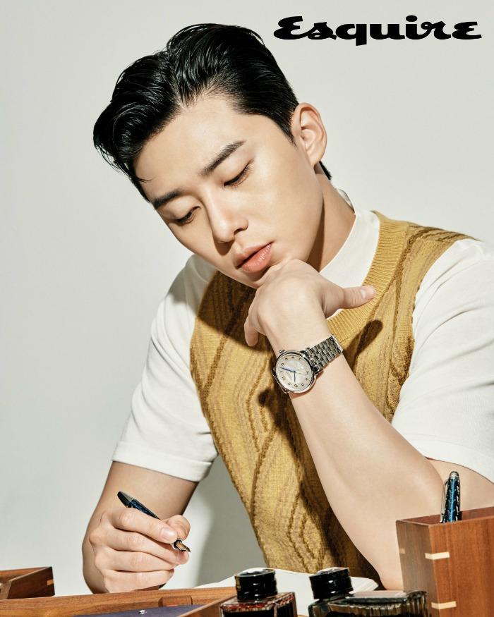 Park Seo-joon with an ink pen