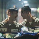 Yoon Shi-yoon talking to an inmate in prison