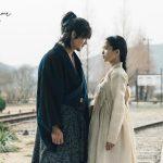 Kim Tae-ri and Yoo Yeon-seok in glaring at each other in traditional clothing in Korean Drama Mr. Sunshine