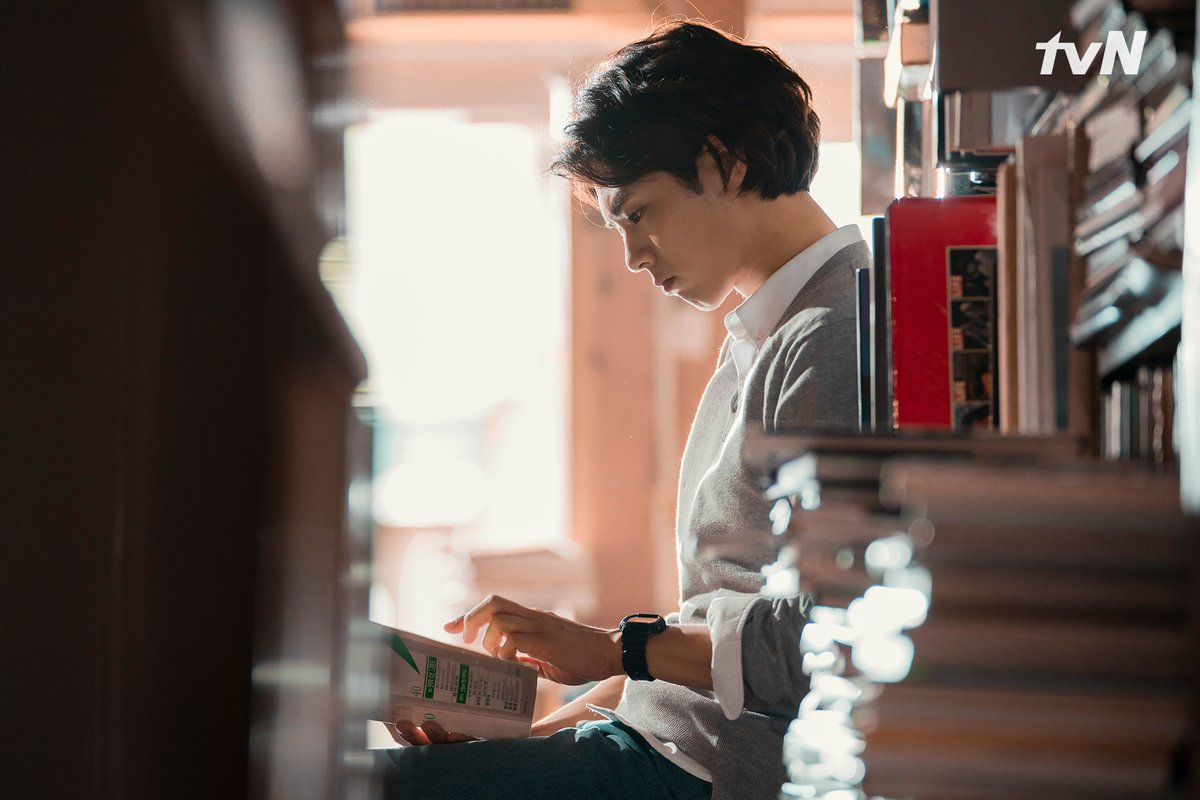 Park Bo Gum reads books and you should too