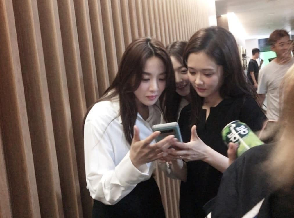 Behind the Scenes of Kdrama VIP with Lee Chung-ah, Pyo Yejin (peeking in) and Jang Nara
